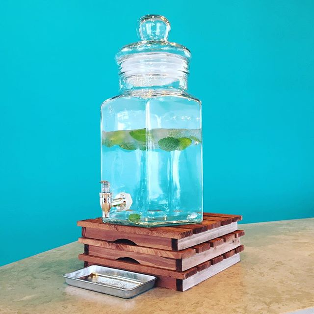 お水がレモンからミントに変わりました。本日マチノテは13:00〜19:30開店しております。#マチノテ#足利#カフェ#JR足利駅