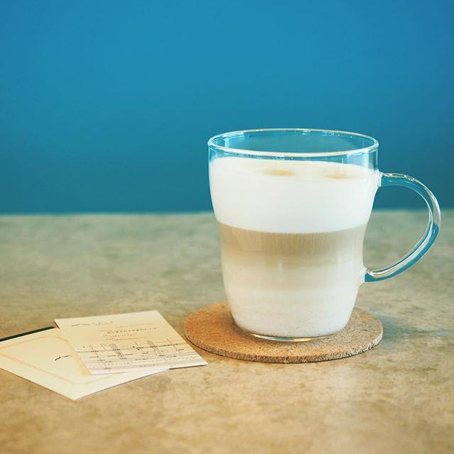 カフェラテはじめました。珈琲豆は日光市にある「日光珈琲」さんのものを使ってます。プレオープン中の営業時間は、13-19時です。定休日は火・水曜日。ご来店お待ちしてますー! #カフェ #足利 #ashikaga #リノベーション #足利市 #カフェラテ